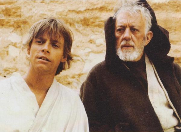Mark Hamill e Alec Guiness no primeiro filme da saga Star Wars (Foto: Reprodução)