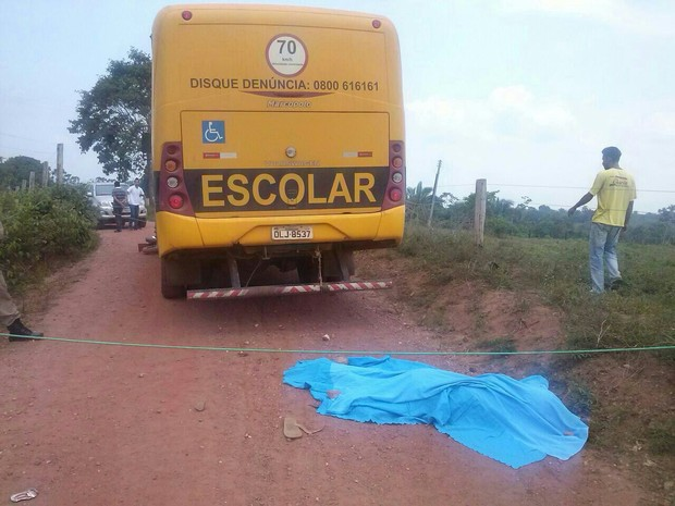 Mais de 20 estudantes estavam no ônibus no momento do acidente (Foto: Divulgação/PM-TO)