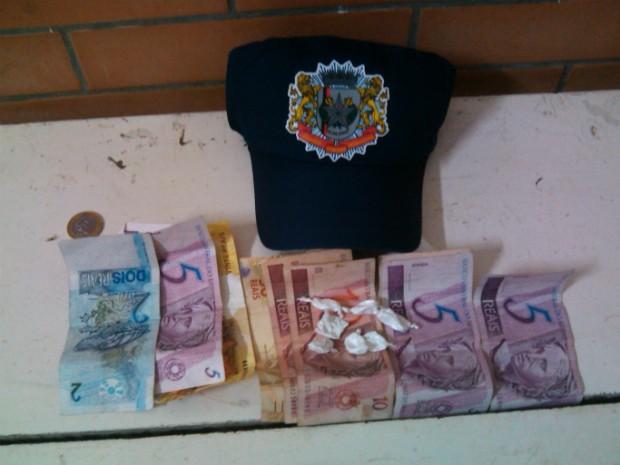 Adolescente foi flagrado oferecendo drogas no Centro de Itararé, SP (Foto: Divulgação / Guarda Municipal de Itararé (SP))