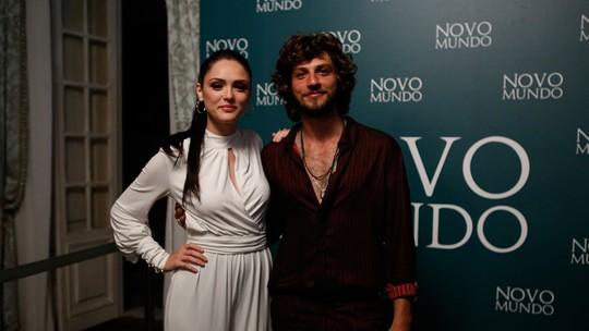 Confira os looks do elenco de 'Novo Mundo' na coletiva de imprensa