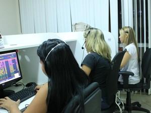 Má postura no trabalho pode causar problemas de saúde a longo prazo, diz fisioterapeuta (Foto: Marcos Dantas / G1 AM)