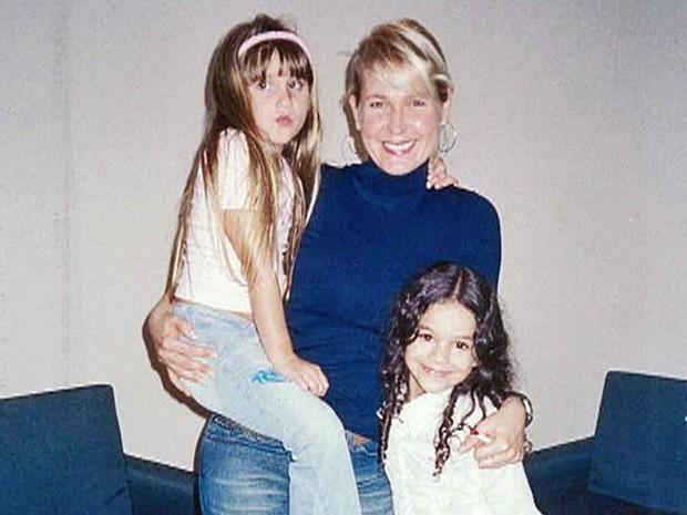 Bruna Marquezine ao lado de Xuxa e Sasha (Foto: TV Xuxa / TV Globo)