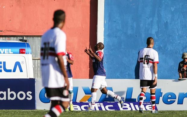 Paraná x Santa Cruz - Adaílton comemora gol (Foto: Futura Press)