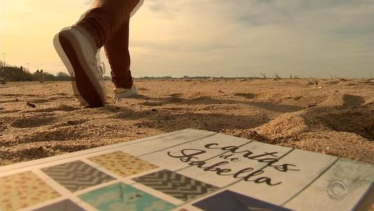 'Emoção boa', diz jornalista após lançar livro com cartas a namorado morto em acidente da Chapecoense