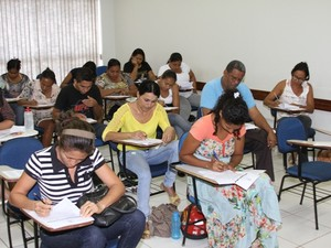Candidatos fazem prova do vestibular UAB/Unitins (Foto: Vivianni Asevedo/Unitins)