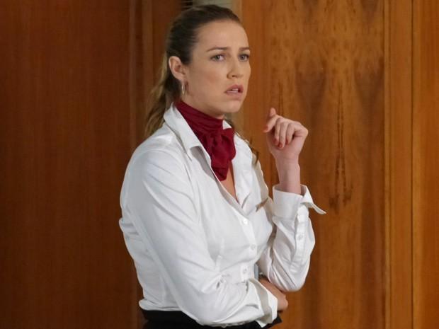 Vânia fica preocupada com Felipe (Foto: Guerra dos Sexos / TV Globo)