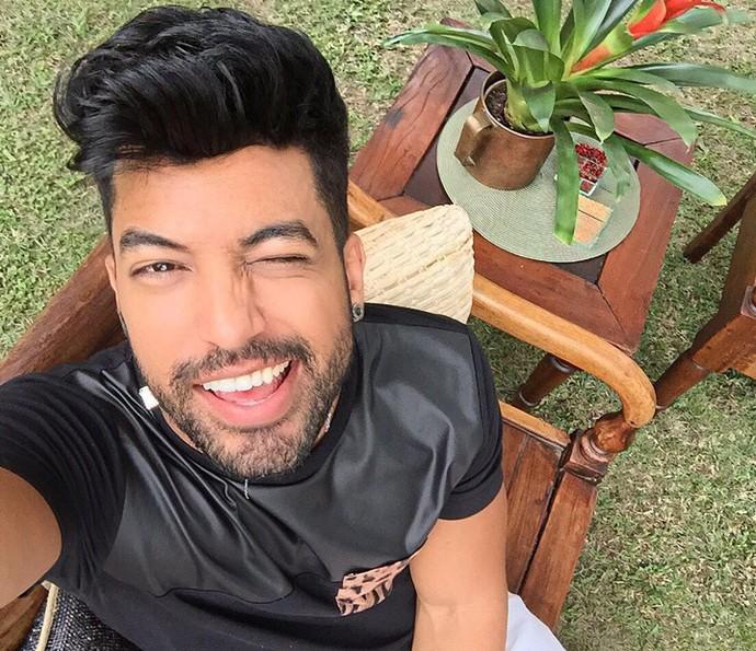 Rodrigo faz foto divertida nos bastidores do Estrelas (Foto: Arquivo Pessoal)