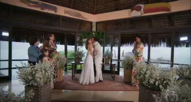 Tancinha se casa com Apolo no final da novela Haja Coração  (Foto: Reprodução Globo)