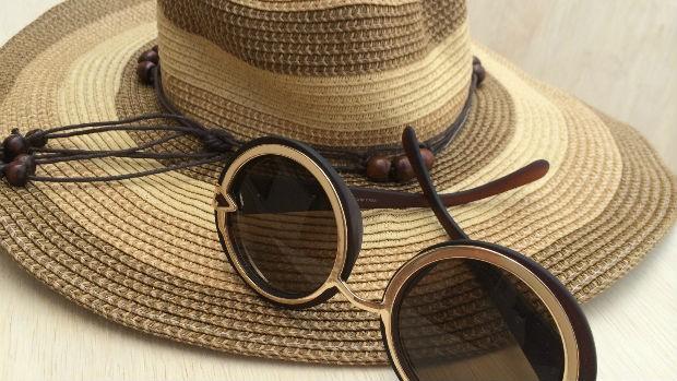 Resultado de imagem para chapéu e óculos de sol