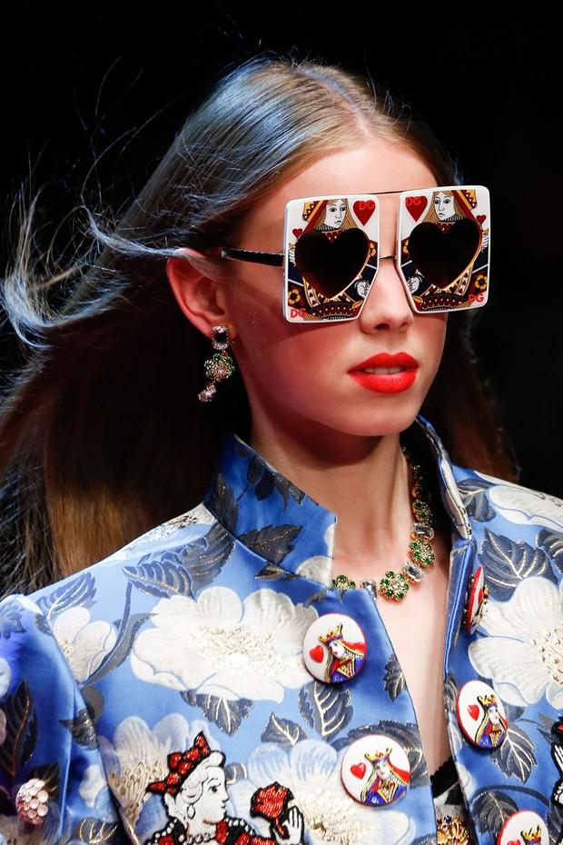 Óculos da Dolce Gabbana na MFW (Foto: Getty Images)