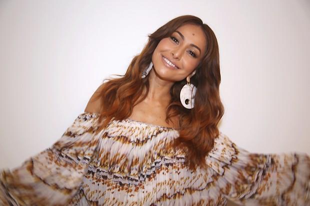 Sabrina Sato e seu sorriso caracterstico nos bastidores do 'Superbonita' (Foto: Carol Santos)