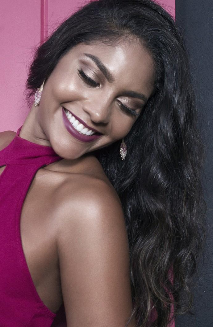 Barbara Reis revela que está apaixonada (Foto: Thiago Bruno/ Divulgação)