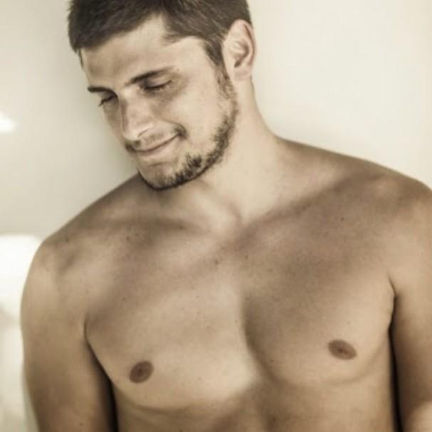 Bruno Gissoni posa sem camisa (Foto: Instagram/Reprodução)