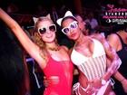 Ana Paula Evangelista curte festa de maiô em Ibiza com Paris Hilton