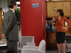 Roberta discute com Dino (Foto: Guerra dos Sexos / TV Globo)