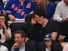 Lea Michele e Cory Monteith, de 'Glee', se beijam em jogo de hóquei