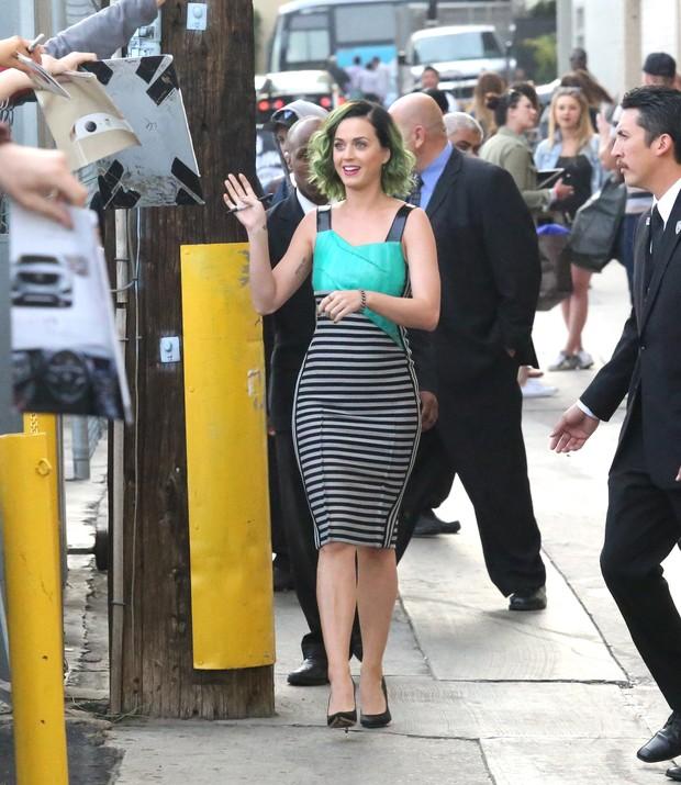X17 - Katy Perry após participar de programa de televisão em Los Angeles, nos Estados Unidos (Foto: X17online/ Agência)