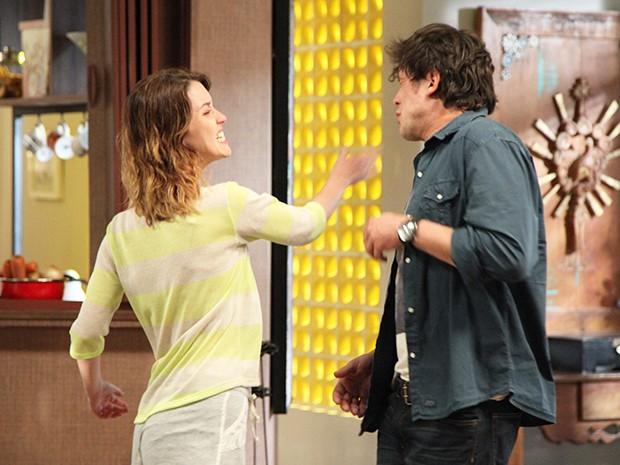 Laura se irrita e dá um tapa na cara de Caíque (Foto: Carol Caminha/Gshow)