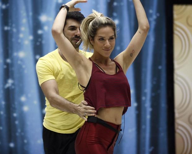 Dupla ensaia pesado e se prepara para a estreia (Foto: Inácio Moraes/ TV Globo)