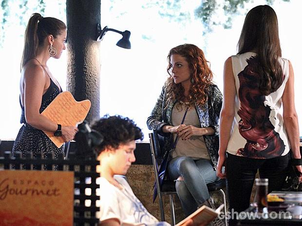 Clara e Vanessa discutem no restaurante de Cadu (Foto: Carol Caminha/TV Globo)