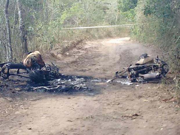 Motos foram encontradas na Reserva da Serra dos Cavalos (Foto: Polícia Civil/Divulgação)