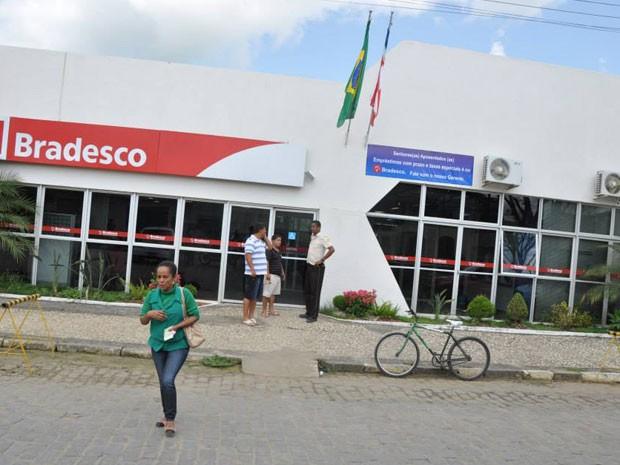 Banco é assaltado em Conceição do Almeida, na Bahia (Foto: ABahiaNews)