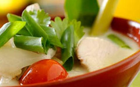 Tom khaa gai: sopa clássica da Tailândia