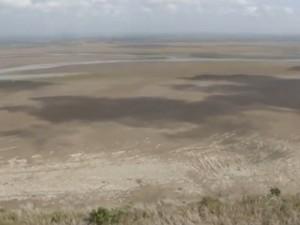 Área onde corria o rio Araguari deu lugar a área seca (Foto: Reprodução/Rede Amazônica)