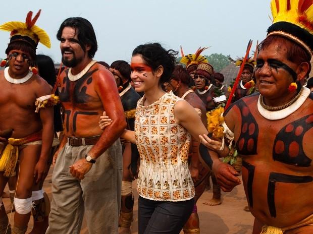 Felipe Camargo e Maria Flor gravam 'Xingu' em meio aos índios (Foto: Divulgação)