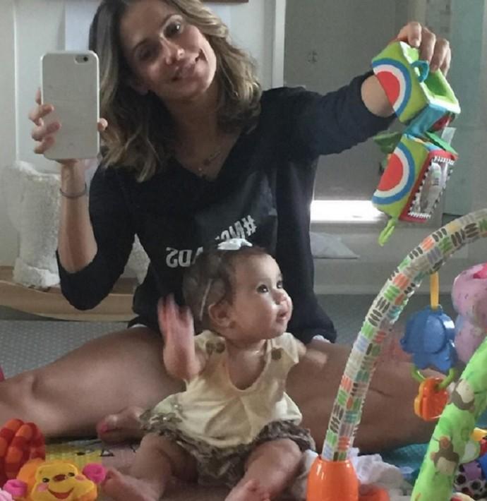 Deborah Secco e a filha Maria Flor (Foto: Arquivo Pessoal)
