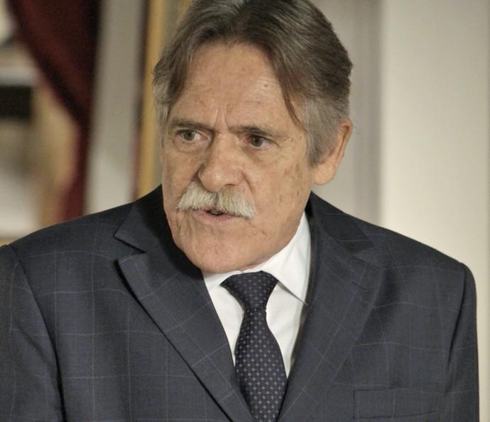 Gibson desconversa ao ouvir perguntas de Dante (Foto: TV Globo)