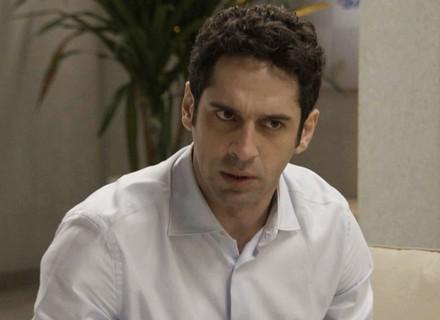 Beto deixa Adriana confusa com proposta maldosa