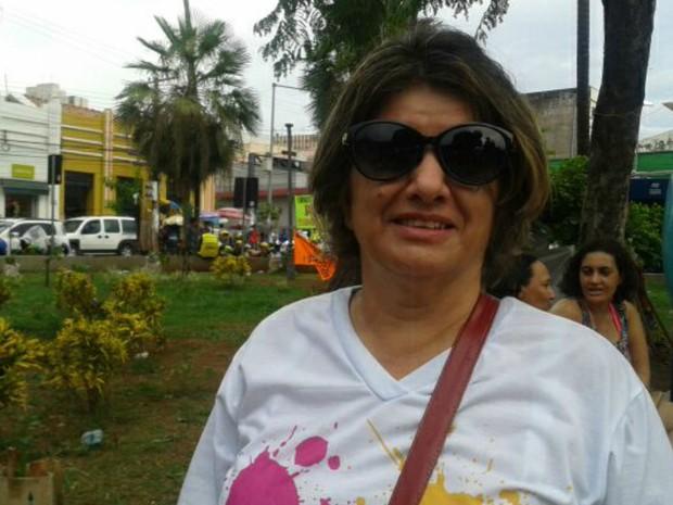 Professora Telma Marques Borges participa de manifestação em Cuiabá (Foto: Renê Dióz/ G1)