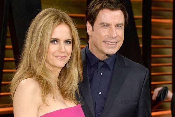 John Travolta e Kelly Preston se conheceram enquanto filmavam 'The Experts'. Segundo o ator, eles se sentiram atraídos um ao outro imediatamente. Eles se casaram em 1991 e tiveram três filhos - o mais velho, Jett, infelizmente faleceu em 2009. (Foto: Getty Images)