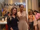 Fernanda Souza e Taís Araújo vão a inauguração de loja na Bahia