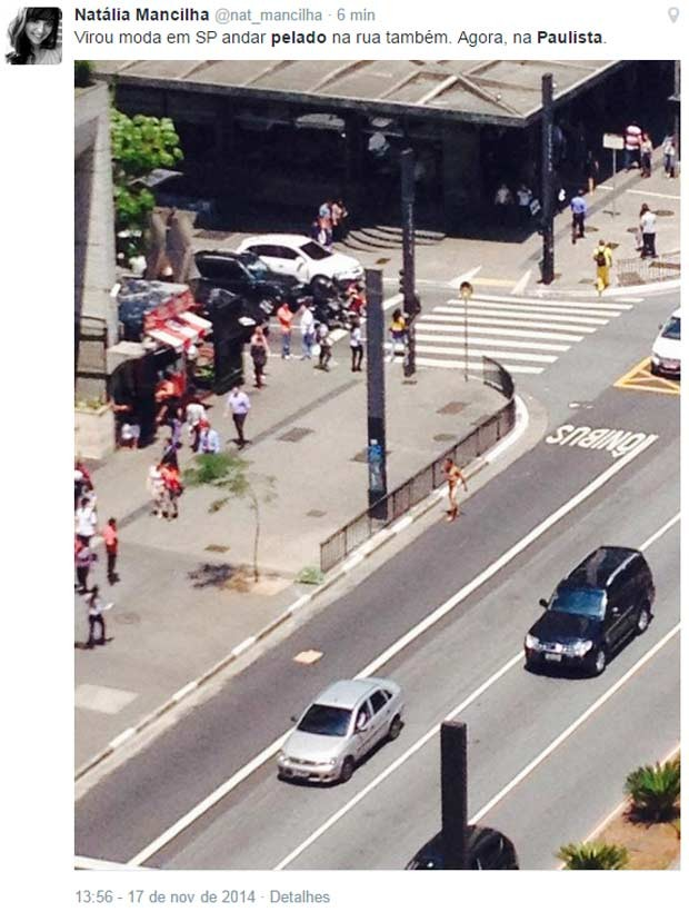 Homem é flagrado andando nu na Avenida Paulista. (Foto: Reprodução/Twitter)