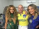Pitbull mostra bastidor de show com Jennifer Lopez e Claudia Leitte