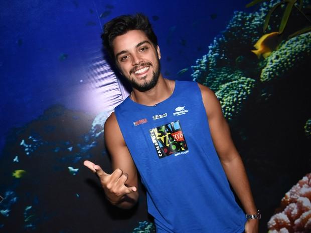 Rodrigo Simas em camarote em Salvador, na Bahia (Foto: Caio Duran e Charles Naseh/  Divulgação)
