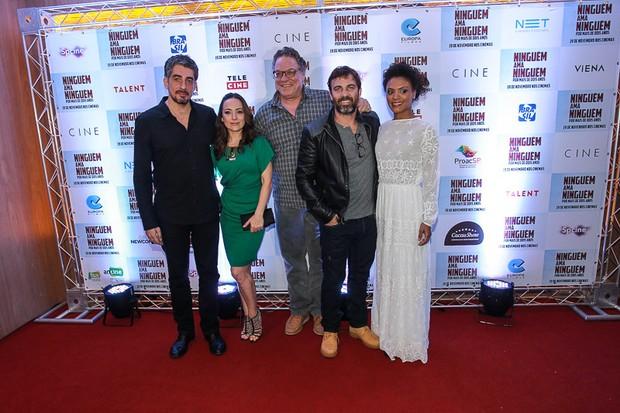 Gabriela Duarte, Marcelo Faria,  Michel Melamed, Clóvis Mello e Lidi Lisboa lançam filme em São Paulo (Foto: Raphael Castello/AgNews)