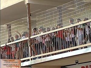 Escola estadual é improvisada em prédio comercial de Uberaba, MG (Foto: Reprodução/TV Integração)