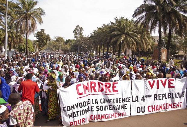 Mulheres protestam contra crise no Mali (Foto: Reuters)