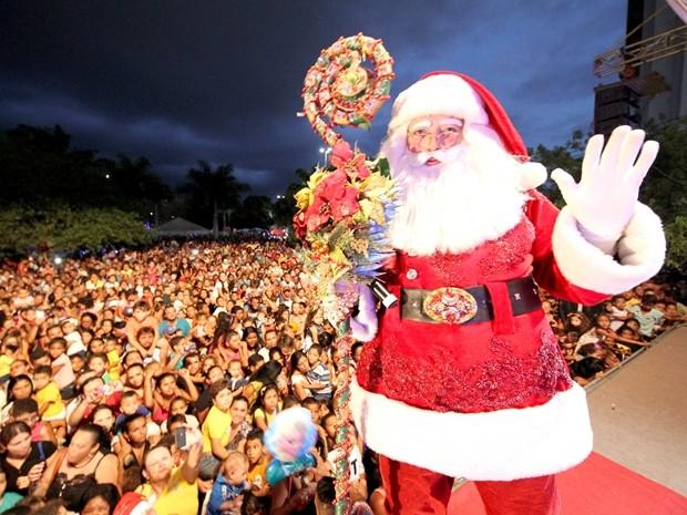 Papai Noel morava em um orfanato e hoje quer fazer o natal das crianças mais feliz (Foto: Leonardo da Silva / Jornal da Paraíba)