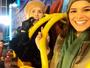 Bruna Marquezine e Julia Faria passeiam juntas por Londres