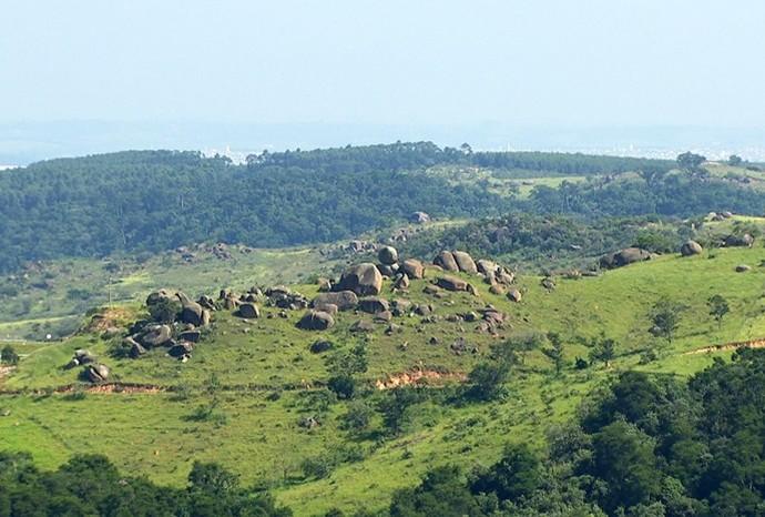 Rochas fazem parte das paisagens da cidade (Foto: Reprodução / TV TEM)