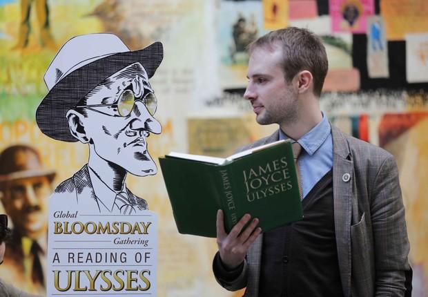 Admiradores do escritor irlandês James Joyce e de sua obra celebram o Bloomsday em Dublin, na Irlanda (Foto: Divulgação)