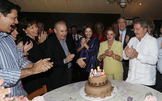 Prefeito de SP, Dilma e ministros cantam parabéns para mulher de Lula (Foto: Ricardo Stuckert / Instituto Lula)