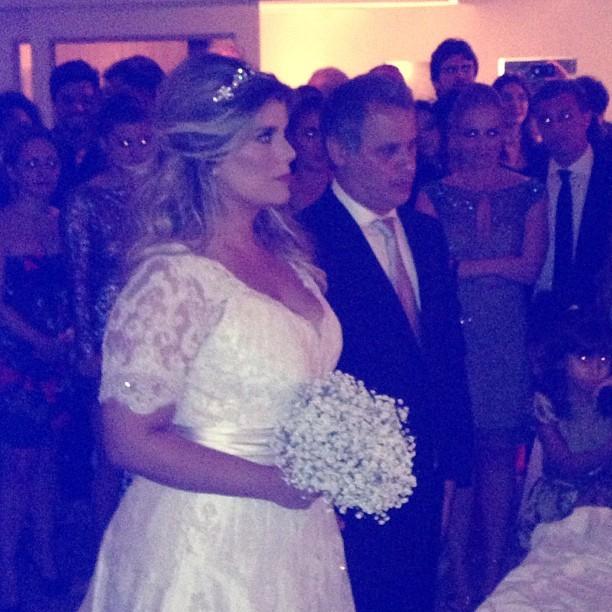 Mariana Nogueira chjega ao altar (Foto: Reprodução/Instagram)