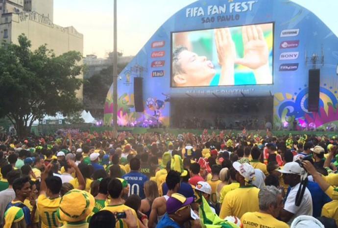 Nuvem de poeira na Fifa Fan Fest