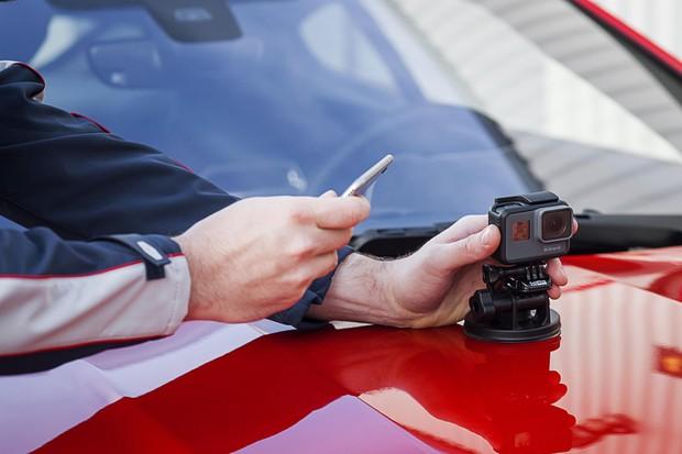 Câmera Go-Pro é compatível com o F-Type graças ao app ReRun (Foto: Divulgação)
