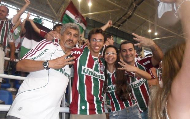 Nicolau festeja ao lado dos filhos a vitória do Fluminense no Estádio Engenhão (Foto: Cedida/Arquivo Pessoal)
